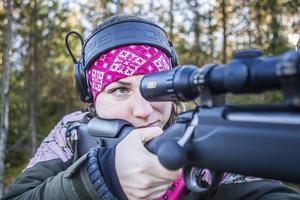 Erica Ling, 21 år, bor i Järvsö men är uppvuxen i Sidskogen. Där jagar hon älg varje år, sedan längre tillbaks än hon kan minnas.