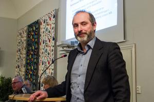 Tor Tolander (M) anser att det finns strukturella problem som skulle ha åtgärdats för flera år sedan.