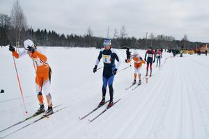 Halvvägs in i loppet såg det ut ungefär som det gjorde i mål. Jimmie Johnssonn strax före Jan-Olof Svahn.