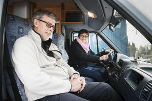 Gunda och Lelle brukar turas om att köra.