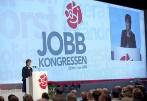jobbkongress 2009. Trots en ekonomisk kris som visat att marknadsliberalism inte är den nödvändiga förnyelsen sneglar Socialdemokraterna allt mer åt just det hållet. Det är vad partikongressen 2009, jobbkongressen, berättar, skriver Jenny Wennberg i sin ledare i dag.