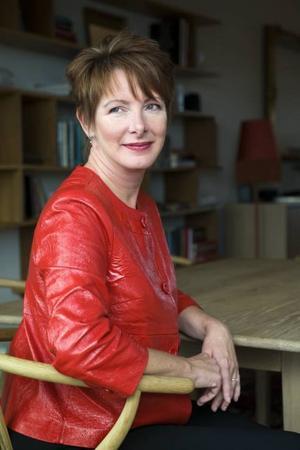 Feminist.  Sherry Jones  känner att hennes uppgift är att skildra starka kvinnoöden ur historien. Nästa uppgift är att berätta historien om fyra drottningar under medeltiden.