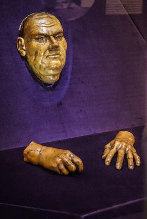 Martin Luthers dödsmask finns att se i Marktkirche i Halle.
