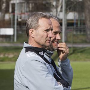 Patrik Melin och Love Olsson tvingas lämna Strand efter bara elva omgångar i division 3.