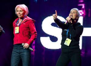 Comebacksystrana Lili och Susie Päiväranta har seglat upp som andrahandsfavoriter i Skellefteå.