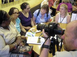 Sofia Zeider, längst till höger, träffade Stephanie Williams, längst till vänster, och systrarna Janet och Milady Santiago som ingår i verksamheten.