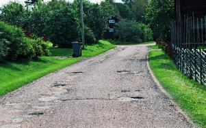 Många byvägar är i ganska dåligt skick. Det är dyrt att underhålla vägar.FOTO: EVA HÖGKVIST