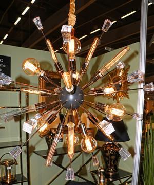 Fortfarande syns den här typen av lampor med gammeldags glödlampestuk – men de är inte längre lika många.
