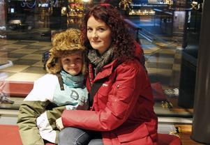 Karin Hagsjö och 9-åriga Arvid Berglund ser framemot att ta plats i biosalongen för att se Pingvinerna från Madagaskar.