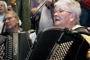 Musikanterna vände sig artigt mot publiken under allsången.