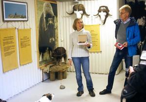 Mimmi Warensjö-Forss och Håkan Eriksson från Sthlm Ljusstöperi presenterade under tisdagen braständaren Härje på Tännäs fiskecenter.