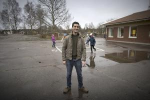 Fadi Alhawatt, engelsklärare från Syrien, praktiserar på Mariedalskolan i Vänersborg. Sverige måste visa prov på mera fantasi i flyktingfrågan, anser skribenten. Foto: Björn Larsson Rosvall / TT