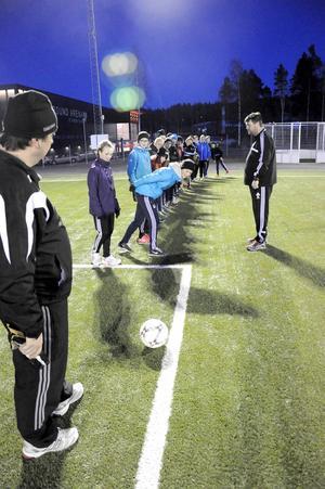 Är bollen inne eller ute? Det är en viktig fråga för domare under fotbollsmatcher, men det är inte alltid lätt att se.