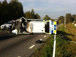 Polisbilen krockade på väg till olyckan.
