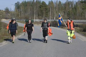 Margret Westling, Anna Persson, Albin Ullmark och Emma Eriksson Sundberg på väg till Fågelhällan