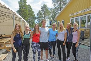 Alexandra Zarnoczy, Milla Stolt, Emma Stolt, David Rode, Åsa Karlström Sivertsson, Charlotte Hjalmarsson, Selma Bolig och Sarah Juhlin är alla ledare på gymnastikskolan.
