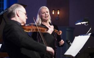 Anders Jakobsson och Ann Sofie von Otter i årets första konsert under Vinterfest. FOTO: NIKOLAJ LUND