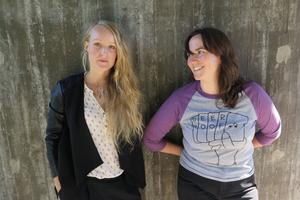 Susanne Trolleberg och Malin Gunnarsson Thunell är aktiva inom flera projekt som Weather Music, Kongero och Duo Attar. Tidigare har de även sjungit med lokala bandet Overtune Orchestra - med flera medlemmar från albumaktuella Svartanatt.