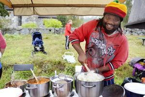 Willson Phiri lagade mat från hemlandet Zimbabwe.