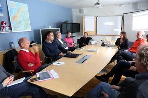 Mångdubbelt fler flygresenärer och ett ekonomiskt lyft för Härjedalen. Det blir konsekvensen om flyget flyttar från Sveg till Hedlanda. Under onsdagen informerades olika beslutsfattare om projektet.