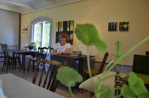 Visning. Just nu ställer Anna Ström ut sina akrylmålningar på Svalbo kafé. Tavlorna kommer finnas där till åtminstone slutet av månaden.