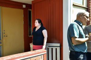 Orange? Jenny Fjeldstad ser förvånad ut. Den kulören hade hon inte riktigt tänkt sig i entrén.