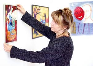 Konstmöten. Maud Hedén Wikander leder Hackås bildskola som har vernissage i dag.