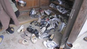 15 personer befann sig på gården när jordbävningen slog till. Och det gällde att så fort som möjligt ta sig utomhus.