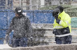 Varslen faller lika tätt just nu som snö i december i Lappland. Knappast en tillgång. Men däremot inte heller så förödande i förlängningen. Om det hela leder till ett idogt arbete för att göra de lokala arbetsmarknaderna mindre beroende av industrierna.