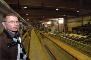 Inte konjunkturkänsligt. Den svenska högkonjunkturen är positiv för Setra, men platschef Kjell Lilletjernbakken menar att branschen inte är särkilt konjunkturkänslig. Foto:StaffanWesterlund