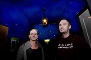 Tone Morseth och Joakim Sandström är två av de fem personer som nu tar över driften av kaféet på Tingshuset. De vill samverka mer med de föreningar som finns i huset.