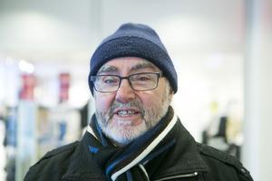 Per-Lennart Ledin, Sollefteå:– Det var i Kälarne vintern 62/63 när jag gjorde lumpen. Det var 46 minusgrader och du kan ju tänka dig hur kallt det var i tältet. Vi eldade så kaminen blev röd.