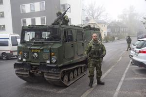 Militären skyddade kommunhuset under en övning på fredagen. Foto: Carina Albin
