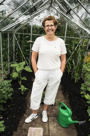 Majsodlingen i växthuset är en av de saker som Karin Stierna (C) hoppas få mer tid över till framöver.