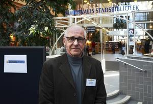 Kent Norén tycker att det är viktigt att även äldre får ta del av hur man använder internet.