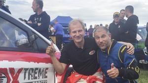 Kevin Eriksson hade Markoolio som co-driver på ett välgörenhetsevenemang.