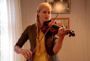 Elin Jonsson har haft folkmusiken med sig så länge hon kan minnas.