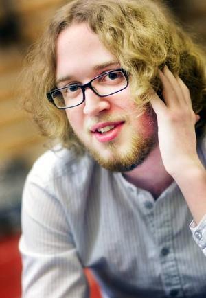 Andreas Jonsson gör sin sångdebut för publik den 30 mars. Det var skakigt i början, men nu känns det bättre.
