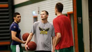 Aaron Anderson tillbaka i Täljehallen med Toni Bizaca och Nick Spires.