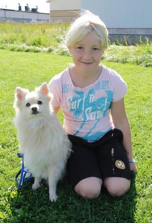 Johanna Bergström, 10 år, har tävlat i agility i 2 år och var en av de yngsta deltagarna i agilitytävlingen under dagen, där hon deltog med hunden Flinga.