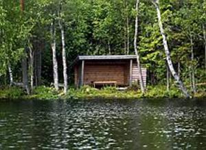 Foto: LARS WIGERT Vindskyddad. Igeltjärn bjuder på härliga vyer och det finns också regnbåge. Två vindskydd finns för frysna fiskare.
