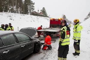 Från olycksplatsen på E16 i Sandviken.