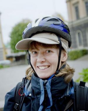 Maria Nordström, 44 år, projektledare på Trafikverket, Gävle:– Det har varit suveränt med avstängningen, det är lättare att komma över gatan med cykeln. Men ett bilfritt centrum handlar inte bara om cyklister och bilister, man måste tänka på att äldre ska kunna ta sig till vårdcentralen också och att handeln kan påverkas negativt.