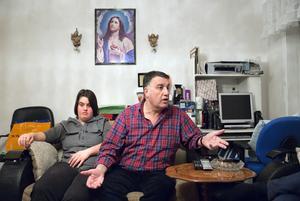 """Kristina Chabo lämnas aldrig ensam. """"Hon kan råka skada sig själv"""", säger pappa Joseph Chabo och förklarar att något av hennes fyra syskon eller mamman alltid finns i närheten."""