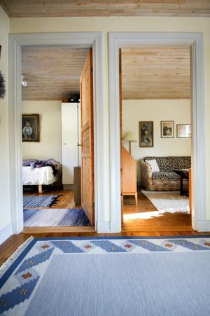 Gunborg och Ulf Johanssons hem är enhetligt inrett för att skapa lugn och harmoni.
