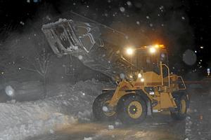 Tär hårt i kassan. Stränga vintrar kostar pengar när det ska snö- och halkbekämpas.