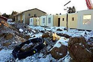 Foto:LEIF JÄDERBERG Går snabbt. Två huskroppar står redan på plats vid Sörby ängar. I juni räknar Gavlegårdarna med att de första populära lägenheterna ska vara inflyttningsklara.