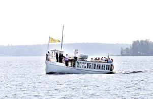Tur på Storsjön för mingel med Pommac, frukt och annan förtäring.