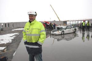 SKAPLIGT. Byggnadsansvarige Lars-Erik Lindberg säger att bygget vid Tierp Arena gått bra den gångna vintern med hänsyn till all snö som fallit.