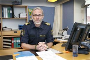 Lokalpolisområdeschefen Björn Cewenhielm berättar att ungdomar använder allt tyngre droger och det går ner i åldrarna.